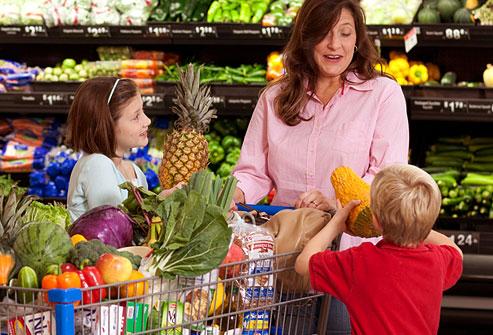 webmd_photo_of_family_shopping_fresh_produce_aisle